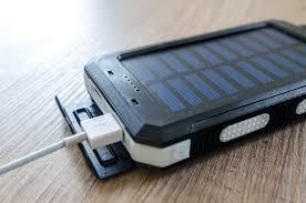 Regalos para viajeros: Cargador Solar Portátil